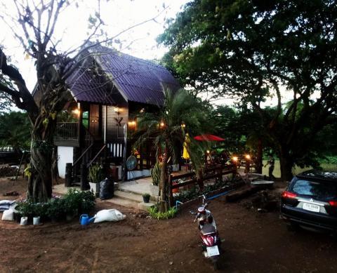 Wood house Coffee & Bistro